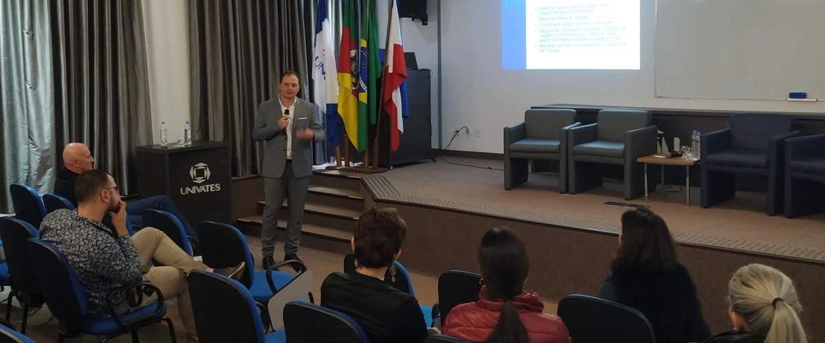 Diretor da Tomasi Logística palestrou em evento do Tecnovates